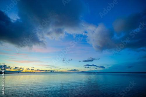 Tablou Canvas 夜明けの空と海