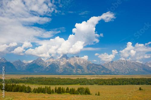 Obraz na plátně Landscape of the Teton Mountain Range in Grand Teton National Park under a blue