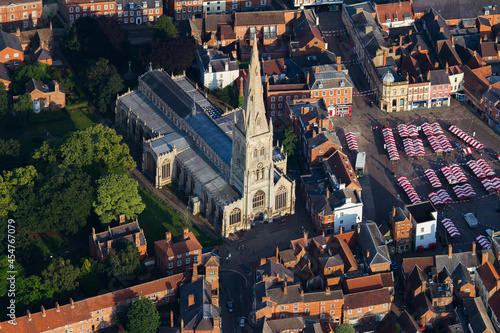 Obraz na plátne Aerial shot of the St Mary Magdalene Church in Newark-on-Trent, England