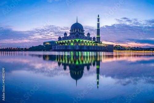Fototapeta Putra Mosque in Kuala Lumpur