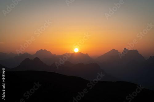 Obraz na plátně Alba sul Monte Cristallo