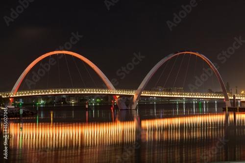 Fotografia Elizabeth Quay Bridge in Perth at night