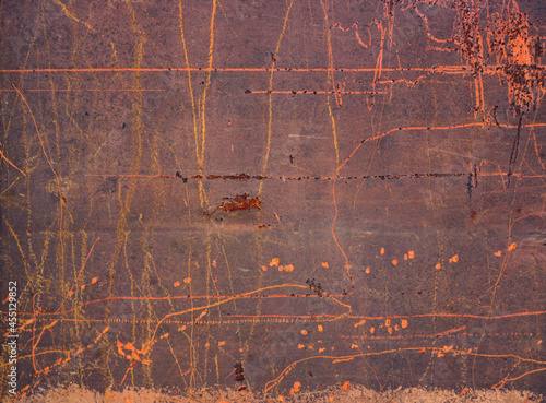 Stampa su Tela rusty metal surface with deep orange scratches over a dark brown background - ar