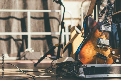 Guitars in case Fototapet