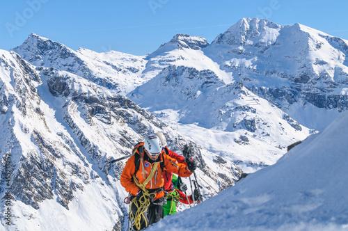 Tableau sur Toile Seilschaft im winterlichen Hochgebirge.