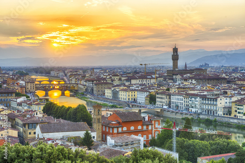 Canvastavla Sunset over river Arno in Florence in Italy