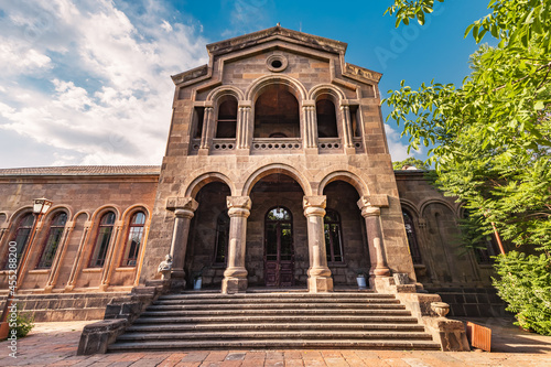 Fotografiet large famous complex of Etchmiadzin housing an educational seminary and Supreme Catholicos of All Armenians and a monastery in Vagharshapat