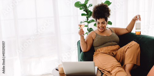 Obraz na plátne Woman having virtual happy hour party on video call