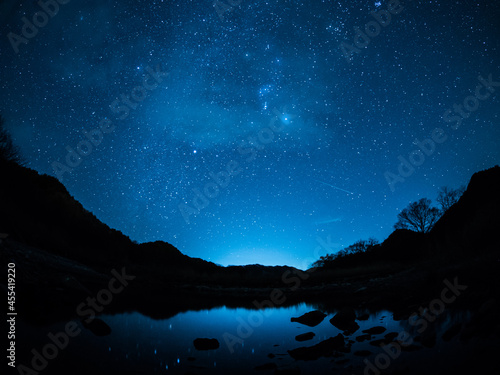 冬の天の川とふたご座流星群 2 Fototapete