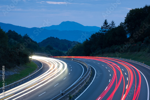 Car lights at dusk on the A8 highway, Donostia, Euskadi Fototapet