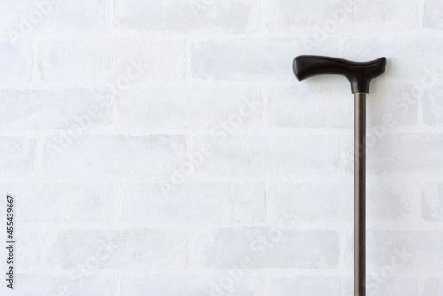 Fényképezés 壁に立てかけられた杖