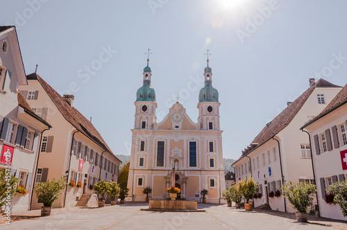 Wallpaper Mural Arlesheim, Dom, Arlesheimer Dom, Domplatz, Kirche, Brunnen, historische Häuser,