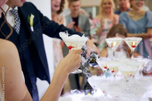bride and groom at wedding reception Fotobehang