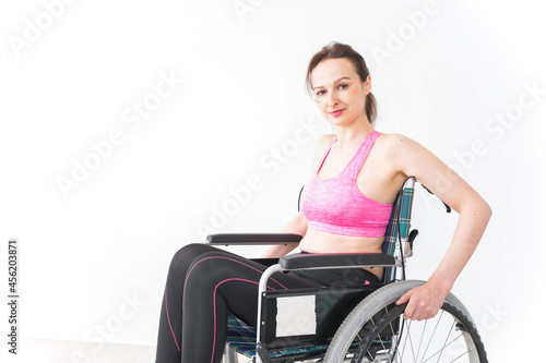 Cuadros en Lienzo スポーツウェアを着て車椅子に乗る外国人の女性