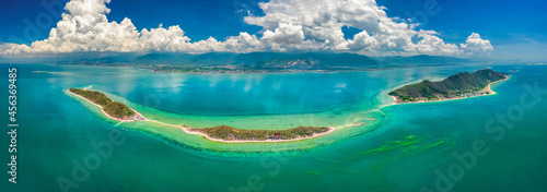 Canvas-taulu Diep Son island, where a road emerges in the middle of the sea during low tide, Nha Trang, Khanh Hoa, Vietnam