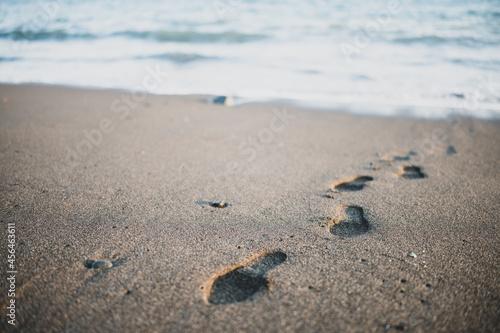 Obraz na plátně 砂浜に残る足跡
