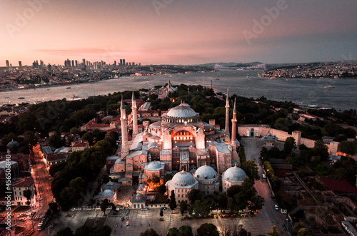 Obraz na plátně Aerial shot of Holy Hagia Sophia Grand Mosque at a beautiful sunset