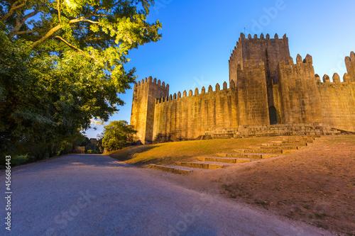 Foto Castle in town Guimaraes - Portugal