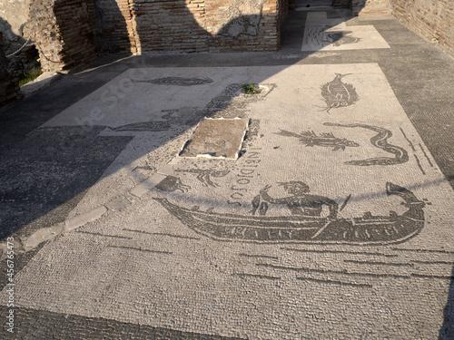 Billede på lærred envy house mosaic old ancient ostia archeological ruins