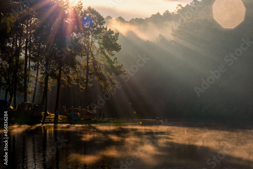 Valokuva Background blur bright morning light at Pang Ung, Thailand is a tourist place where people come to vacation in the winter