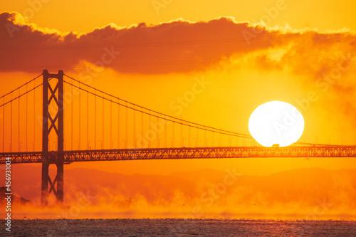 Fotografia, Obraz 朝霧の日の出 広島県尾道市因島大橋