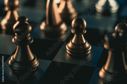 Foto Closeup shot of a chessboard with black pieces