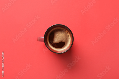 Carta da parati Cup of coffee on red background