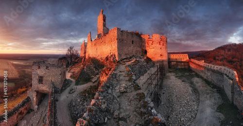 Ruins of Plavecky castle on the hill, Slovakia Fototapet