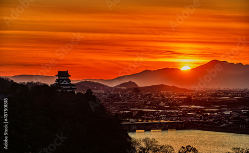 Canvas Print 日没前の太陽と国宝犬山城