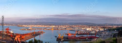 Stampa su Tela Panorámica de los astilleros de Gijón