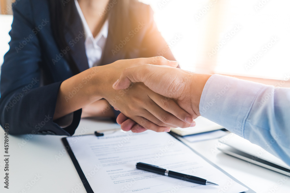 Leinwandbild Motiv - Pormezz : two business person shaking hands after deal contract done.