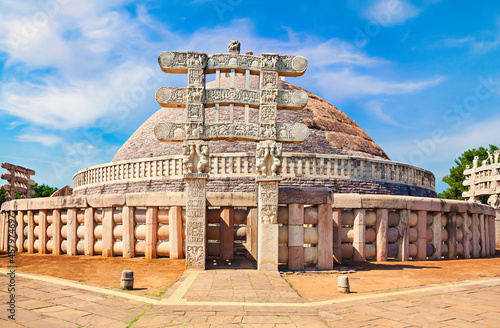 Fotografia Sanchi Stupa is a Buddhist stone structure located on a hilltop at Sanchi Town i