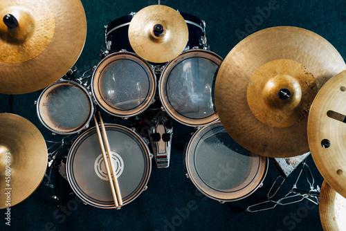 Canvas Top view complete drum set. Drumsticks on snare drum.