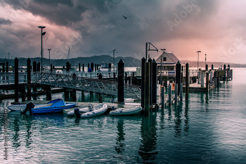 Photo Retro style photo of Russel Wharf on a stormy evening
