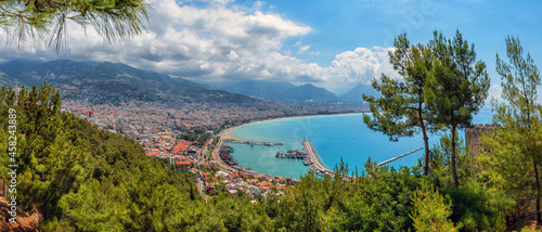 Obraz na plátně A beautiful view of the Turkish city of Alanya and the seaport from the top of the mountain, where a medieval fortress has been preserved