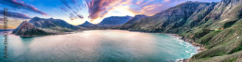 Foto Scenic mountain landscape and sunset view along world famous coastline