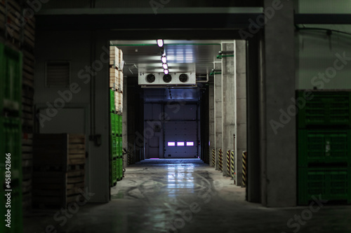 Canvas-taulu A factory warehouse where there are no people