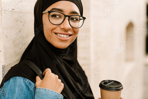 Fotografie, Obraz Close up of a smiling young muslim woman in hijab