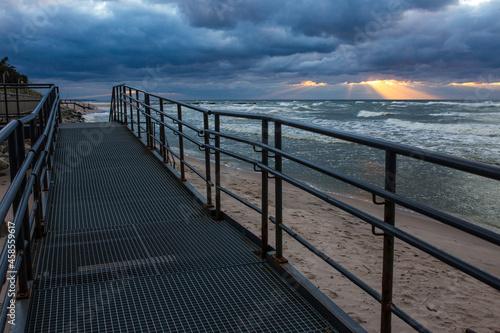 Morze bałtyckie zachód słońca chmury