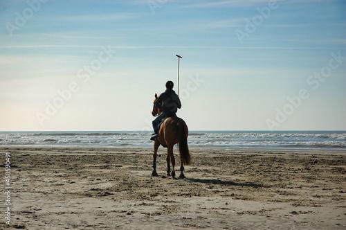 Fotografie, Obraz Polo Spieler auf Pferd am Strand von Le Touquet / Nordfrankreich / Pas de Calais