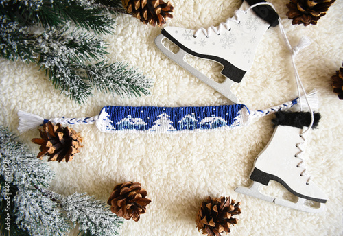 Valokuva Woven friendship bracelet with alpha pattern Snowy night with houses