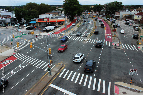 Fototapeta A large regulated intersection of rouds in the borough of Queens, New Yock