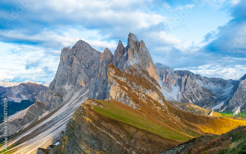 Obraz na plátně Beautiful panorama of Mount Seceda and Odle, surrounded by magnificent mountain