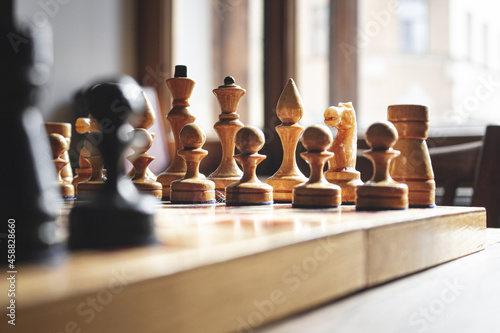 Canvastavla Chess board with chess. Wooden chess