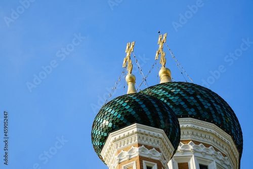 Fotografiet Detalles de las cúpulas de la iglesia ortodoxa rusa de Niza, llamada Catedral de