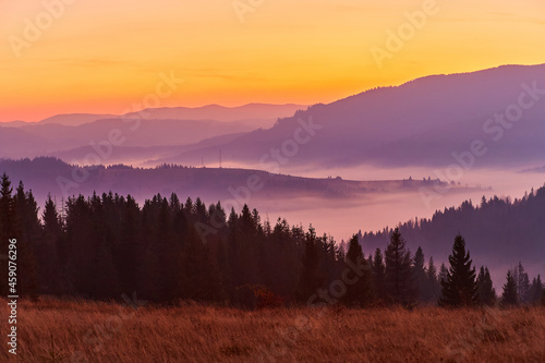 Obraz na plátně Beautiful autumn sunrise in the mountains