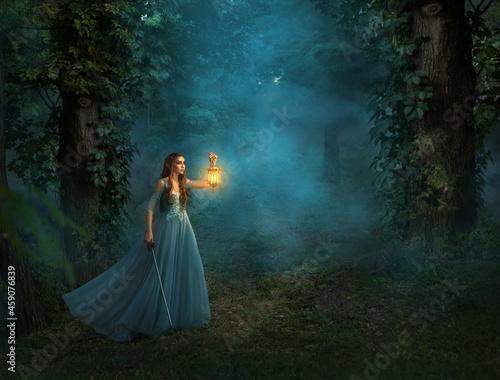 Photo Fantasy elf woman princess warrior with medieval sword holding in hand vintage lamp lantern, warm light