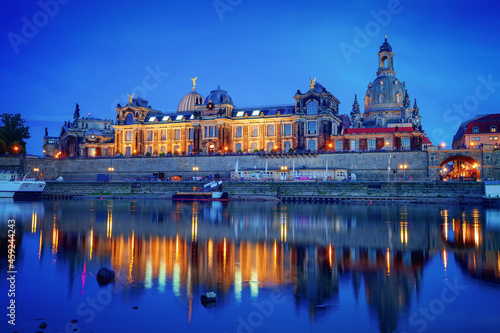 Obraz na plátně Dresden Academy of Fine Arts in dusk