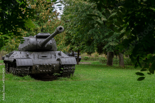Obraz na plátně a tank from the Second World War stands in the park at the exhibition