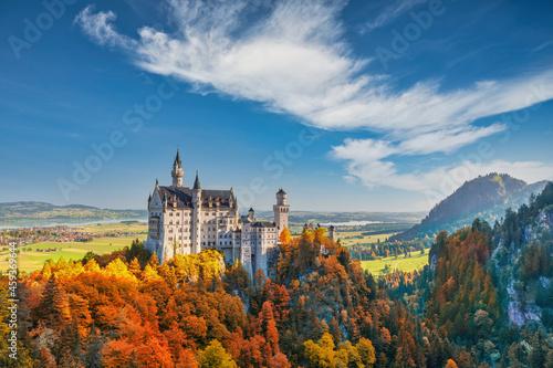 Billede på lærred Fussen Germany, Neuschwanstein Castle with autumn foliage season